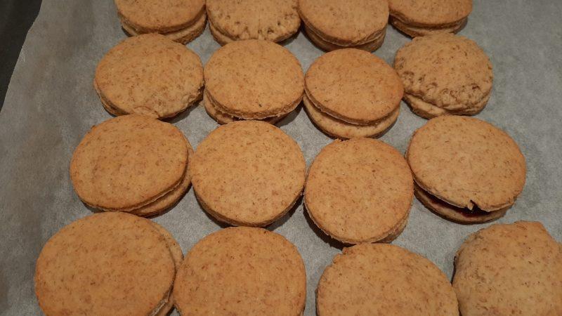 Biscotti e crostatine con pasta frolla, yogurt e olio